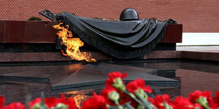 Путин возложил венок к Могиле Неизвестного Солдата в честь 23 февраля